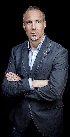 Sven Lilienström ist Gründer der Initiativen Gesichter der Demokratie und Gesichter des Friedens sowie Experte für Kommunikation und Öffentlichkeitsarbeit.